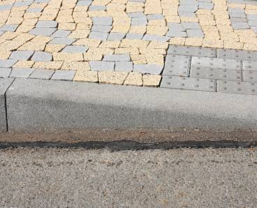 BEST MONO přechodový LEVÝ obrubník přírodní - betonové výrobky